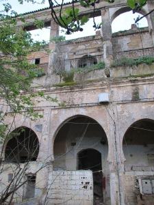 Menzeh : façade donnant sur le patio